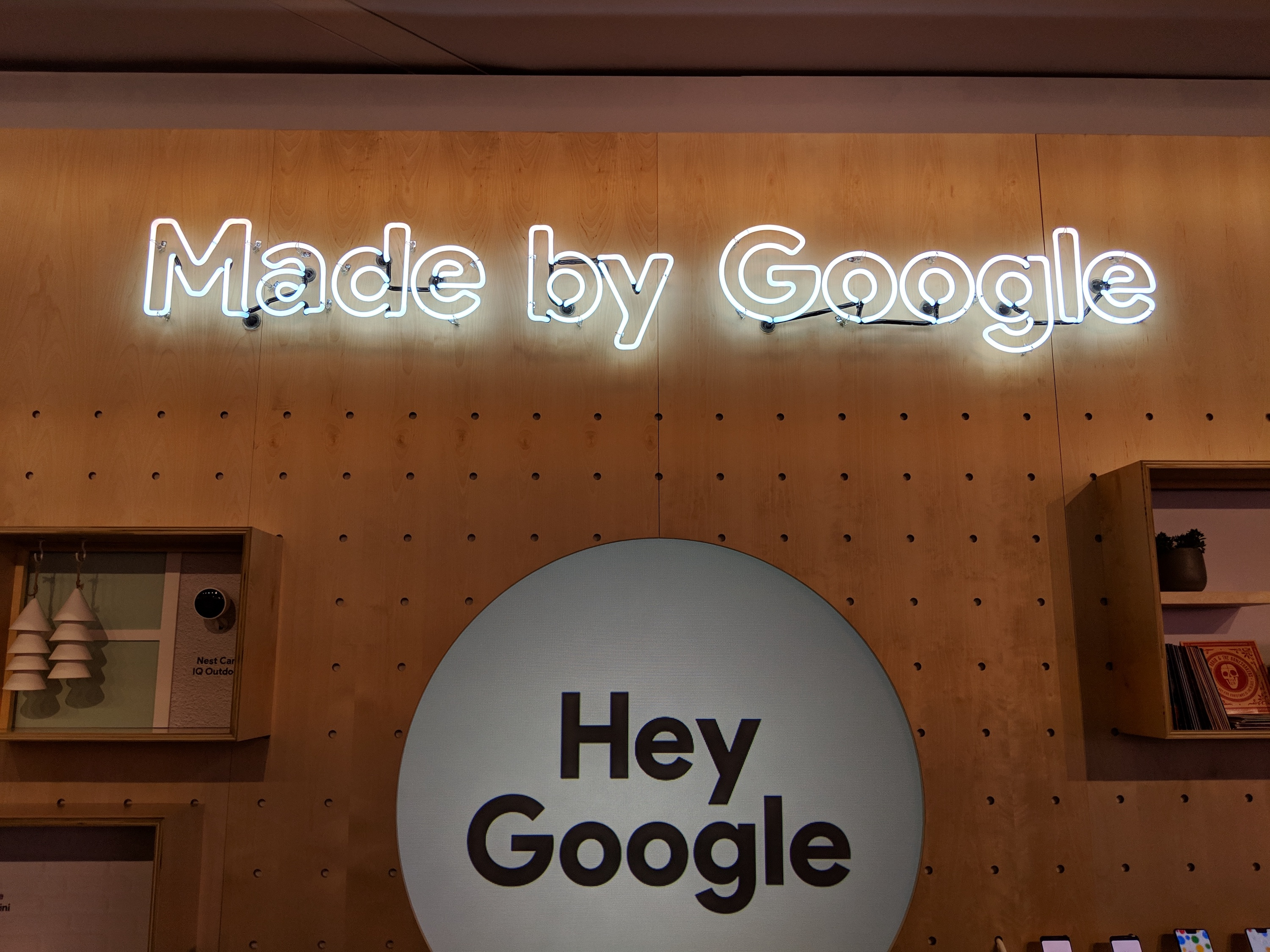 Hey Google display at CES 2019